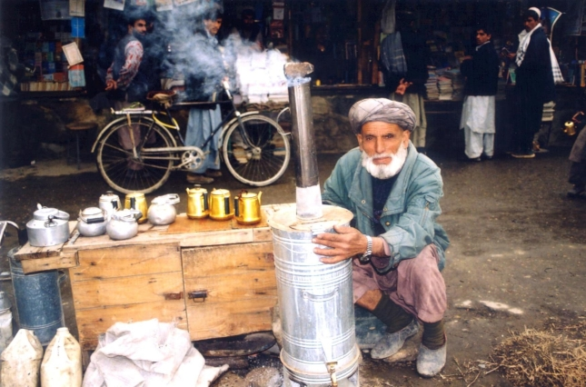 Selling tea in Kabul, Afghanistan. Date: 2002